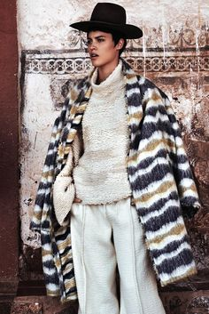 fashion editorials, shows, campaigns & more!: alana bunte by alexander neumann for vogue mexico december 2014 Elle Mexico, Vogue Mexico, Le Far West, Poses, Fashion Story, Facon, Mode Style, Winter Wear, Fashion Addict