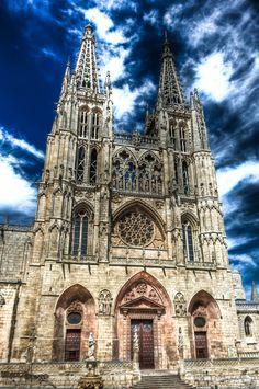 Catedral de Burgos, Spain. (exterior) Su construccion comenzo en el 1221. El estilo principal de la catedral es gotica pero en su interior posee elementos decorativos renacentistas y barroco.