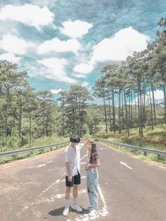 Couple Photoshoot Poses, Couple Photography Poses, Free Photo Filters, Pose Reference Photo, Scenery Pictures, Lightroom Tutorial, Ulzzang Couple, Top 5, Soyeon