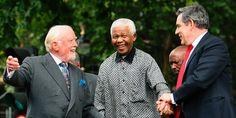 Richard Attenborough: Richard Attenborough mit Nelson Mandela (M.) und dem damaligen britischen Premier Gordon Brown (2007): Richard Samuel Attenborough wurde am 29. August 1923 in Cambridge geboren. Bereits mit 18 Jahren debütierte Attenborough am Theater, dann ging er zum Film. Knapp drei Jahrzehnte arbeitete er als Schauspieler, dann wendete er sich der Regie zu.