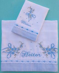 Pintura by Prika Reis Artesanato. Baby Embroidery, Simple Embroidery, Hand Embroidery Patterns, Embroidery Designs, Elegant Summer Dresses, Burp Rags, Baby Towel, Sewing Pillows, Baby Crafts
