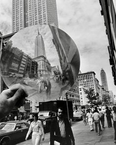 New York City Photos, New York Pictures, Old Pictures, Vintage New York, Back In The Day, See Through, Empire State Building, 1970s, Hold On