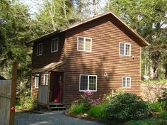 Cannon Beach Vacation Rentals: Arbor House - close to beach access and walking distance to midtown. Pet friendly. 2 bedroom, 1 bath. Sleeps 6. http://www.visitcb.com/vacation-rental-home.asp?PageDataID=39572
