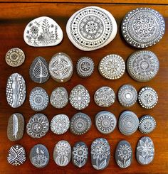 pebble art mandala tree flower drawing on pebbles painted with black Faber-Castell Pitt Artist Pens. Rock Crafts, Fun Crafts, Diy And Crafts, Arts And Crafts, Crafts With Rocks, Creative Crafts, Pebble Painting, Pebble Art, Stone Painting