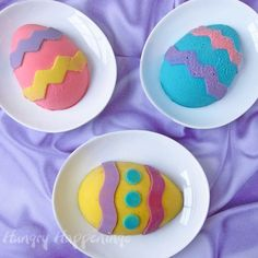 Easter Cheesecake Recipe & How to Paint Cheesecake Easter Eggs with an Easter Extravaganza Easter Egg Moulds, Egg Molds, Easter Eggs, Easter Food, Easter Decor, Easter Cheesecake, Small Desserts, Easter Recipes, Easter Desserts