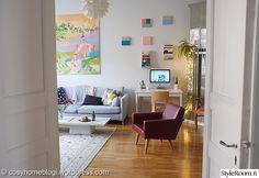olohuone,taulut,värikäs koti,kodikas,maalaus