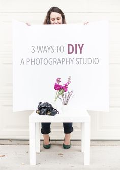 We created the perfect DIY home photography studio!Let us show you how to set up a DIY photo studio at home cheap and get that studio look with leaving home Home Photo Studio, Home Studio Photography, Photography 101, Iphone Photography, Photography Business, Photography Tutorials, Product Photography, People Photography, Photography Backdrops