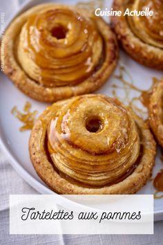 Découvrez vite cette recette. Chefs, Caramel, Bagel, Doughnut, Bread, Desserts, Food, Sweetie Pies Recipes, Mini Apple Tarts
