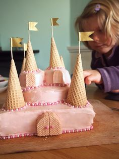 Perfect cake for a birthday. If you wanted to add more detail, go for it! Castle Birthday Cakes, Homemade Birthday Cakes, Birthday Cake Girls, Birthday Cupcakes, Castle Cakes, Birthday Ideas, 4th Birthday, Princess Tea Party, Princess Birthday