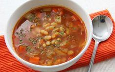 Beans in Greek cuisine Bean Soup Recipes, Tomato Soup Recipes, Romania Food, Mediterranean Recipes, Chana Masala, Cheeseburger Chowder, Vegan Recipes, Beans, Yummy Food