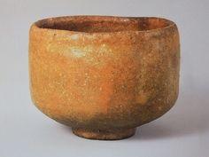 4、「太郎坊」 今日庵蔵  まるで信楽焼のような色合いをしており、形・色合いなど私はこの茶碗が赤楽では一番かと思います。静かな印象を受けますが、その分大変丁寧に作りこまれた感じがします。