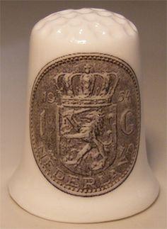 For sale 3.95 Euro >> Dutch 1 guilder porcelain thimble