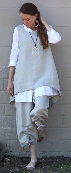 Mooie combinatie van overhemd met top. Leuk detail aan onderkant broek.