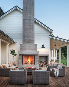 How awesome is this outdoor space by Moller Architecture?!!!