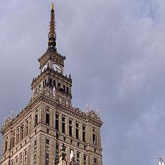 Durante muitos anos, destacou-se no centro de Varsóvia um dos edifícios mais altos do mundo. No entanto, essa singularidade, que o tornava um símbolo da cidade, não lhe garantiu a afeição dos habitantes da capital polaca.