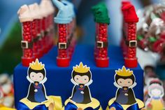 A festinha de 1 ano da Maria Eduarda foi um sonho! O universo da Branca de Neve foi recriado pela Georgia Festas, com uma cartela de cores composta por azu