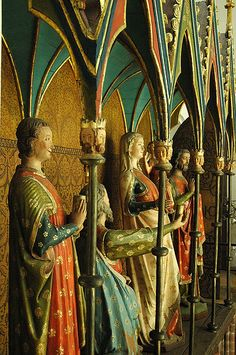 Side view of the king with his surcote above his mantle (or is it a surcmantle?). ca 1280. Schleswig cathedral.