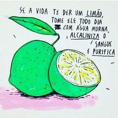 Ao contrário do que muitos possam pensar o limão no nosso organismo é um alimento alcalino (básico) e não ácido. Por isso depois de muitas horas em jejum (noite) beber um belo copo de água (morna ou natural) com gotas de limão pode ajudar a equilibrar a acidez do nosso corpo que uma má alimentação falta de exercício físico stress e poluição provocam. Normalmente o meu dia começa assim... E o vosso? #água #water #limao #fruta #alcalina #purifica #heathy #healthychoices #healthylife…