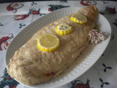 Fabulosa receta para Merluza rellena de marisco plato para navidad . Merluza rellena con mejillones, langostinos, huevos duros y pimientos, con una salsa de puerros, chalotas y oporto. Perfecta como entrante de Navidad o Fin de Año. Quick Recipes, Cooking Recipes, Spanish Cuisine, Canapes, Fish And Seafood, Tapas, Main Dishes, Food And Drink, Breakfast