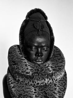 Somnyama III, Oslo 2015 Zanele Muholi's Transformations - Muholi, a photographer from South Africa, was in Syracuse on a residency with the photography collective Light Work, and she had decided to take daily self-portraits for the duration of her stay. Advanced Photography, Traditional African Clothing, New Africa, South Africa, Photo B, African Diaspora, My Black Is Beautiful, Women In History, African Art