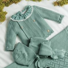 Baby Girl Sweaters, Boys Sweaters, Baby Knitting Patterns, Baby Patterns, Baby Girl Boutique, Baby Baptism, Quick Knits, Knitted Baby Blankets, Baby Warmer
