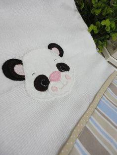 ***+TOALHA+FRALDA+COLEÇÃO+URSINHOS+***++Feito+com+toalha+dupla,+com+barra+de+tecido+100%+algodão+e+aplicação.++Para+secar+seu+bebezinho+de+forma+mais+delicada.++Gostou?+Quer+uma+para+chamar+de+sua+ou+presentear+alguém+especial?+Clica+aí+no+botão+abaixo!++As+cores+do+tecido+vão+depender+da+disponibilidade+no+estoque.+++Tamanho+aproximado:+0,70+x+1,10+m R$ 32,00