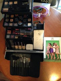 Arbonne International, Swiss Beauty at your fingertips! Makeup case and review of products.