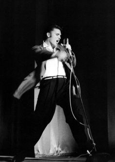 Great action shot of Elvis Presley live on stage at the Florida Theater in Jacksonville, FL shows per day) - August 1956 Rock And Roll, Young Elvis, Album Sales, Elvis Presley Photos, Greatest Songs, Graceland, American Singers, Music Is Life, The Beatles