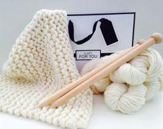 DIY kit de tricot, couverture pour bébé de luxe.  Kit de bricolage en tricot, apprendre à tricoter, Super grosse couverture encombrant, extrême à tricoter, modèle à tricoter K002