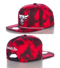MITCHELL AND NESS Chicago Bulls NBA snapback cap Two tone bleach wash design Embroidered team logo on front Adjustable strap for comfort