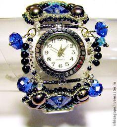 """Часы-браслет """"Лунная мелодия"""". Искрящиеся светом часы-браслет из синего перламутра, жемчуга и стразов. Жесткая гибкая основа. Застежка - карабин."""