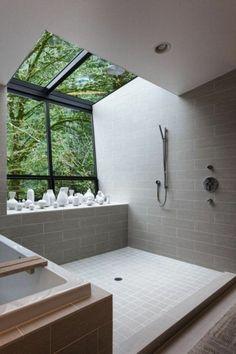 salle de bain sous pente, modèle de salle de bain à l'italienne