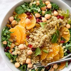 Quinoa, chickpeas and pistachios add protein and healthy fat to this seasonal kale salad, making it a favorite side dish or healthy vegetarian main meal. Protein Snacks, High Protein Salads, Protein Meats, Protein Lunch, Healthy Salads, Salad With Protein, Protein Dinner, High Protien, Protein Desserts