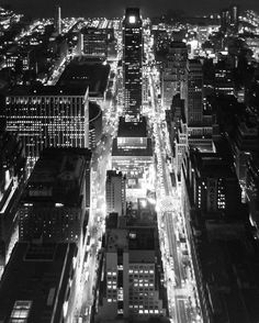 All of the Lights @empirestatebldg Manhattan . . . #VSCO #VSCOcam #MyFujifilm #NYC #NewYork #NewYorkCity #InstagramNYC #cityscape #architecture #landscape #travel #views #light #mood #blackandwhite #contrast #shootfilm #street #streetphotography #streetportrait #candid #aerial #rooftopping #NYC