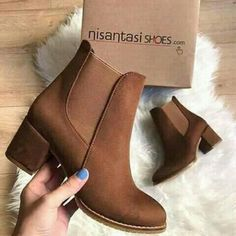 The elegant design of any ankle boots must stand out between the crowds. Suede ankle boots are beautiful and very fashionable this season; Suede Ankle Boots, Ankle Booties, Heeled Boots, Bootie Boots, Brown Ankle Boots Outfit, Sock Shoes, Shoes Heels, Wedge Heels, Cute Boots