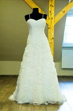 Gorgeous wedding dress Gorgeous Wedding Dress, One Shoulder Wedding Dress, Wedding Dresses, Fashion, Bride Dresses, Moda, Beautiful Wedding Dress, Bridal Gowns, Fashion Styles