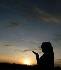 Silhouette Photography, Shadow Photography, Sunset Photography, Photography Poses, Hijabi Girl, Girl Hijab, Cute Muslim Couples, Hijab Cartoon, Sunset Silhouette