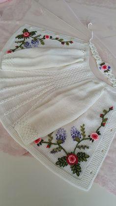 9 Tips for knitting – By Zazok Crochet Baby Poncho, Crochet Dress Girl, Knitted Baby Cardigan, Baby Pullover, Crochet Clothes, Knitted Hats, Baby Knitting Patterns, Baby Sweater Knitting Pattern, Knitting For Kids