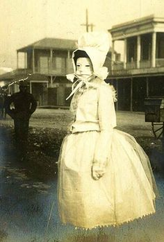 21 Creepy Old West Photos That Show the Dark Side of Cowboys Creepy Old Pictures, Creepy Images, Scary Photos, Mardi Gras, Creepy Vintage, Vintage Halloween, Vintage Circus, Old School Film, Old West Photos