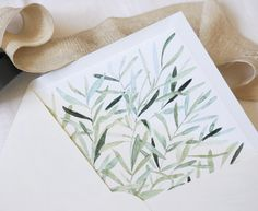 Sobre de boda con forro personalizado con ilustración de olivo en acuarela. Wedding envelope with personalized inside. The bride wanted an olive-tree theme, so she got and aquarelle olive leaves illustration.