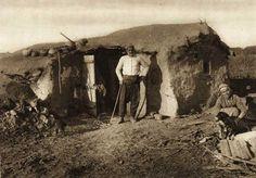 Bazargic,-colibe-tataresti - case traditionale romanesti Danube Delta, Dark Ages, Abandoned Buildings, Traditional House, Romania, Old Photos, Holland, Europe, Country
