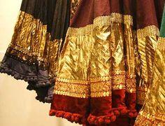 love love the wide gota (lappa) edgings! I think this is either Sabyasachi or Manish Malhotra. Indian Formal Wear, Indian Wear, Indian Suits, Indian Style, New Lehenga, Lehenga Choli, Indian Fabric, Indian Textiles, Bollywood Wedding