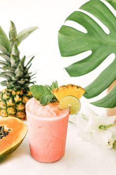 Mocktails : 15 idées de cocktails sans alcool parfaits pour cet été   Glamour - Un smoothie à la papaye, au lait de coco, ananas, jus d'orange et pastèque