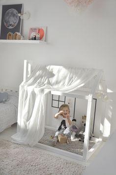 Mały biały domek | lunawchmurach.com