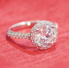 Lovely Circle Diamond Ring