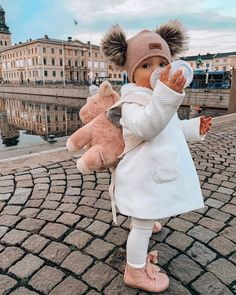 baby girl fashion Cute Leave Your Comment. Tag Your Besties - Creativesposts So Cute Baby, Cute Little Girls, Cute Babies, Baby Kids, Baby Baby, Baby Girl Newborn, Pretty Girls, Cute Baby Girl Outfits, Cute Baby Clothes