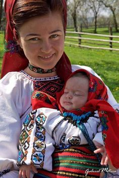 Romania Traditional Fashion, Traditional Dresses, City People, Country Women, Beautiful Costumes, Mother And Baby, First World, Pretty People, Cute Kids