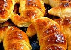 Medialunas - Argentina's croissants, they are TO DIE FOR! Argentine Recipes, Argentina Food, Mexican Bread, Pan Dulce, Pan Bread, Challah, I Foods, Love Food, Sweet Recipes