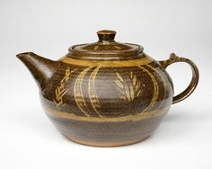 Michael Cardew, Large teapot with th...