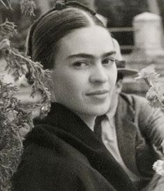 Magdalena del Carmen Frida Kahlo y Calderón, best known as Frida Kahlo, painter recognized all over the world for her self-portraits which testify of the fragi Diego Rivera, Famous Artists, Great Artists, Frida E Diego, Frida Kahlo Birthday, 3 4 Face, Woodblock Print, Famous Mexican, Kahlo Paintings